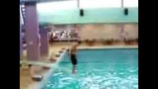 VERY STUPID FAIL VERY FUNNY fat idiot jumping diving board