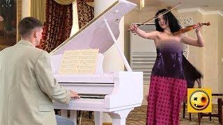 A surprise for an accompanist - Naked and Funny Prank